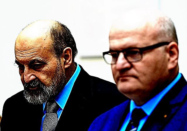 "Ministr kultury Daniel Herman (vpravo) a ""profesor"" TomᚠHalík"